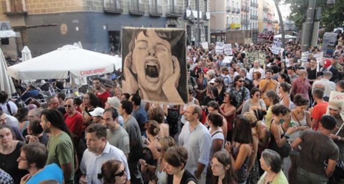 Piden año y medio de cárcel para una de las participantes de la manifestación laica del 17 de agosto de 2011