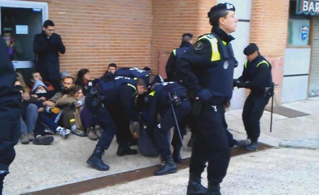 Más de 5.700 euros por intentar parar un desahucio