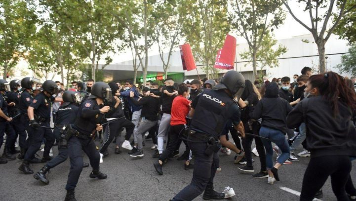 Cuatro detenidos y tres heridos en las cargas contra la concentración de Vallecas, dos de ellos menores de edad